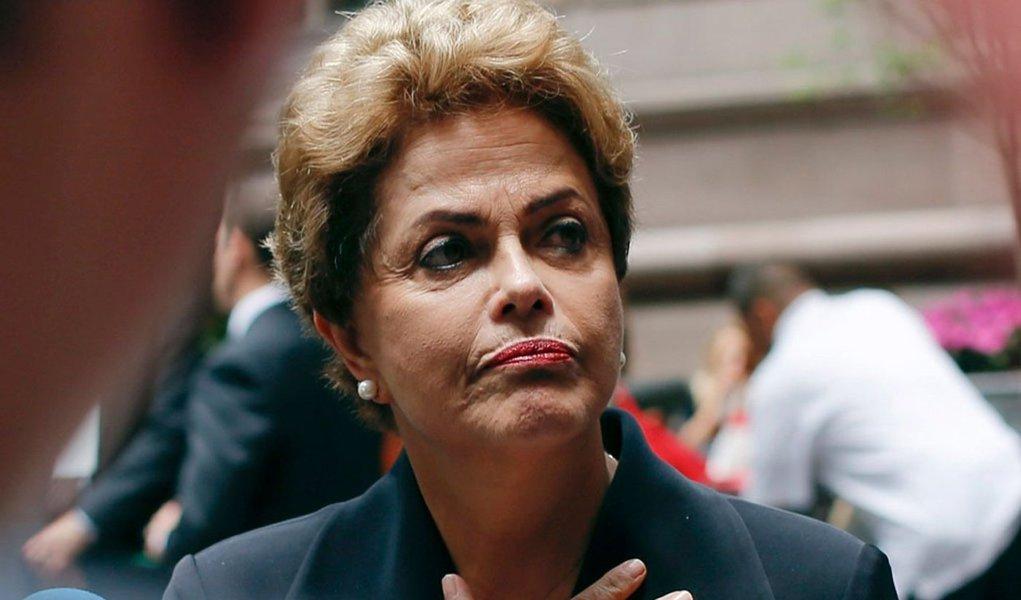 """""""Não é remota a hipótese de que Dilma Rousseff, sobre a qual não pesa nenhuma acusação – nem mesmo fajuta, quanto as que fazem a Lula – venha a ser sacrificada para que cessem as pressões sobre os 318 políticos incluídos dia 24 na estranhíssima lista da Odebrecht"""", diz Fernando Brito, do Tijolaço"""