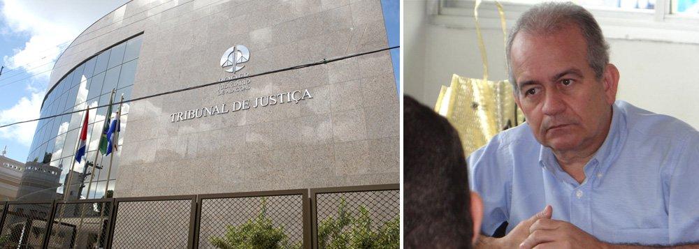 O Tribunal de Justiça de Alagoas determinou o retorno de Carlos Alberto Borba de Barros Baía à prefeitura de União dos Palmares; ele havia sido afastado por suspeita de improbidade; no entanto, as outras medidas judiciais aplicadas na primeira instância, como a proibição de empresas suspeitas contratarem com a administração pública e a indisponibilidade dos bens dos envolvidos, estão mantidas
