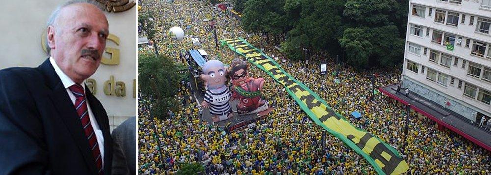 """Correligionário de Dilma Rousseff quando a presidente era filiada ao PDT, nos anos 1990, ex-deputado federal reconhece protestos anti-governo deste domingo como legítimos numa democracia, mas lembra que há grupos que querem tomar o poder """"fora das regras democráticas""""; em entrevista ao Valor Econômico, Barbosa diz que pode-se usar os protestos """"para estimular o impeachment"""", mas frisa que o impeachment """"não é causado por manifestação. Impeachment é causado por cometimento de crime de responsabilidade pelo governante"""", o que """"não apareceu"""" até agora"""