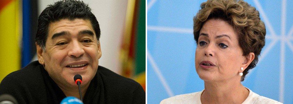 """Ídolo eterno da seleção argentina, o craque aposentado Diego Maradona usou seu perfil no Facebook para declarar apoio à presidente Dilma Rousseff em sua luta contra a tentativa de golpe do PSDB e do presidente da Câmara dos Deputados, Eduardo Cunha; """"Quero enviar o meu apoio à Sra. Presidenta Dilma Rousseff, meu coração está contigo"""", postou Maradona; Dilma compartilhou e agradeceu a mensagem do craque argentino em seu idioma: """"Gracias"""""""