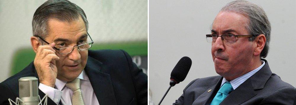 """Ex-ministro Gilberto Carvalho afirmou que o pior para o partido era a relação de 'ambiguidade' com o presidente da Câmara, Eduardo Cunha (PMDB); atual presidente do Conselho Nacional do Serviço da Indústria (Sesi), ele afirmou que os movimentos sociais estão 'com muito ânimo e muito pique' para defender Dilma Rousseff; """"Vai ter hora certa de ir para a rua. Vamos ganhar essa batalha, que está dada"""""""