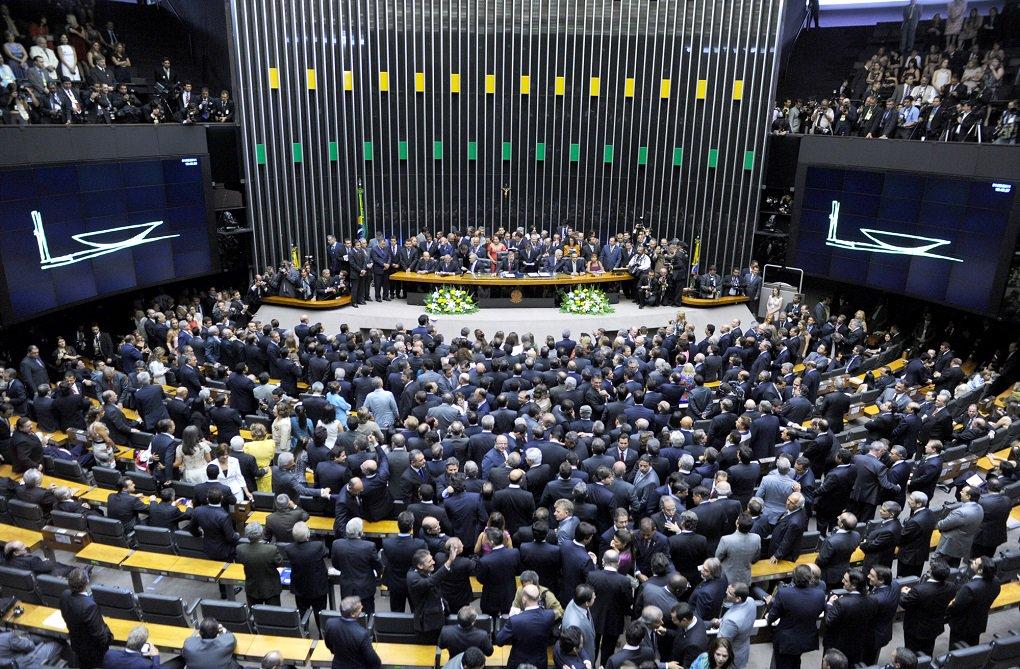 Apenas Rubens Otoni (PT) vai votar a contra o impeachment da presidente Dilma Rousseff; a deputado Flávia Morais continua sem informar qual será seu posicionamento na votação de domingo; se o processo caminhar para o Senado, os três senadores por Goiás, Ronaldo Caiado, Lúcia Vânia e Wilder Morais, também vão votar a favor do impeachment