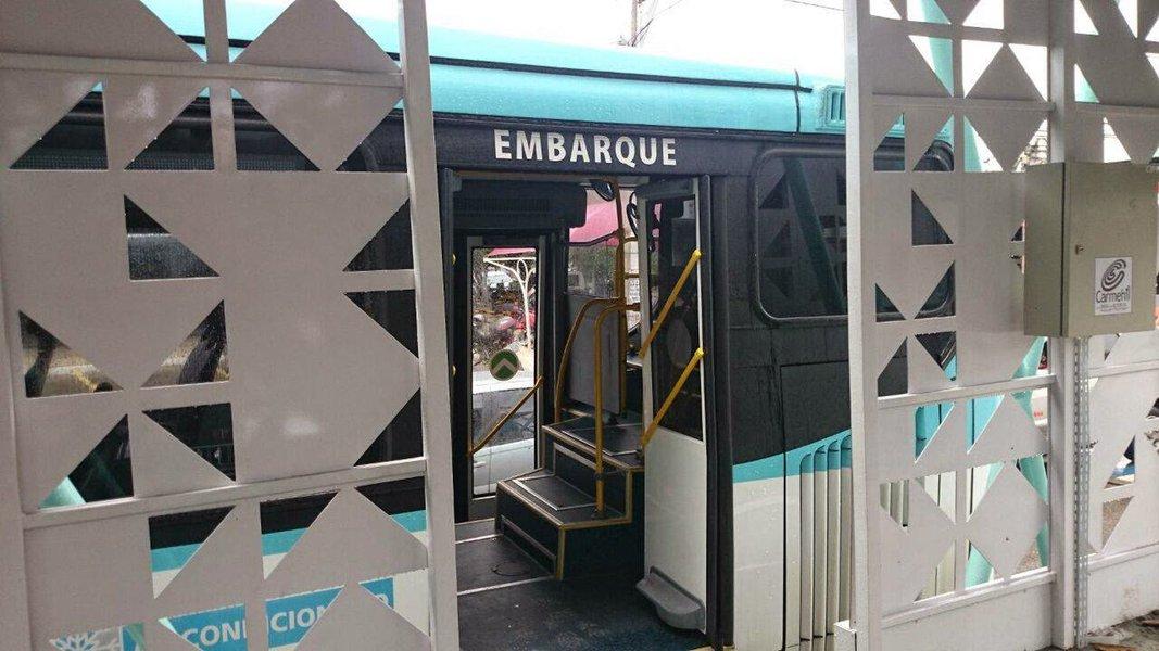 O prefeito Roberto Cláudio (PDT) confirmou nesta segunda-feira (25) que, a partir de maio, os ônibus de Fortaleza começam a disponibilizar wi-fi gratuito aos passageiros. A intenção é que, em um prazo de dois anos, todas as linhas passem a contar com o serviço