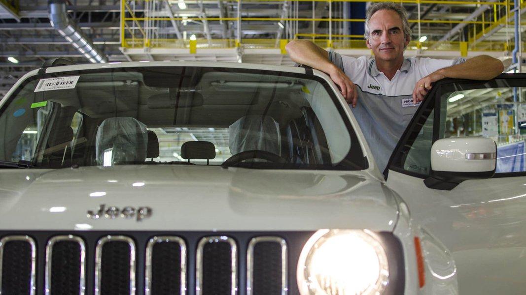 """Stefan Ketter, presidente da Fiat Chrysler Automobiles (FCA) para América Latina, disse que """"a crise é política, e a política deve resolvê-la. Mas que não demore, porque isso destrói a indústria, a confiança, os investimentos. Há vários fornecedores quebrando por falta de perspectiva""""; ogrupo anunciou recentemente que deseja fazer do Brasil uma plataforma de exportações"""