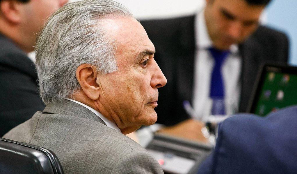 Interino Michel Temer revogou nesta terça-feira, 28, a nomeação de quatro conselheiros da Câmara de Educação Básica e de três membros da Câmara de Educação Superior; além disso, foi revogada a recondução de três membros da Câmara de Educação Básica e dois conselheiros da Câmara de Educação Superior;conselheiros banidos por Temer foram indicados pela presidente Dilma Rousseff em maio