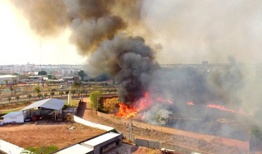 O Piauí registrou 500 focos de incêndios de 1º a 9 de outubro, de acordo com oInstituto Nacional de Pesquisas Espaciais – INPE;o estadopediu ajuda do Exército para combater os incêndios; a cada hora, surgem dez novos focos; a unidade federativa quemais registrou incêndios foi o Maranhão, com mais de mil focos