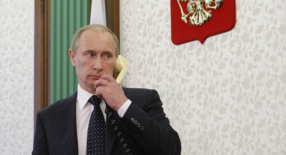 """Presidente russo, Vladimir Putin, conversou por telefone com o presidente eleito dos EUA, Donald Trump, nesta segunda-feira, 14; segundo o Kremlin, Putin afirmou o compromisso da Rússia de defender um diálogo construtivo com a nova administração em Washington, baseado em direitos iguais e respeito mútuo; """"Durante a conversa, Putin e Trump não apenas concordaram em abordar o estado ruim das relações russo-americanas, mas também falaram em favor de um trabalho conjunto ativo para a normalização dessas relações, na direção de uma cooperação construtiva em uma série de questões"""""""