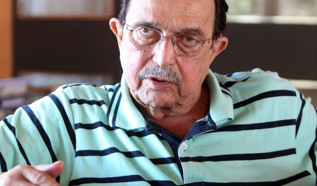 """Ex-marido da presidente, o advogado trabalhista Carlos Araújo acredita que reverter o impeachment no Senado é """"improvável"""", mas afirma que Dilma Rousseff está otimista; """"A Dilma é uma mulher que cresce no confronto"""", descreve o gaúcho, em entrevista ao Estado de S. Paulo; para ele,""""independente do dia que sair, agora ou depois, o caminho natural dela é Porto Alegre""""; sobre o impeachment, ele diz: """"Minha avaliação é de que se o Lula morresse hoje terminava tudo, não teria impeachment nem nada"""""""