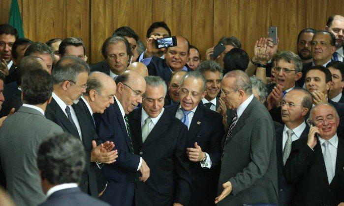 Queda do terceiro ministro e o temor de novas delações podem criar o consenso pela reforma política