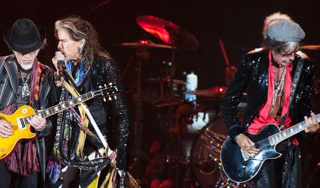 """""""O Aerosmith irá voltar a cruzar o Atlântico com um dos maiores shows de rock já vistos e sem dúvida será o evento imperdível definitivo de 2017, quando a banda embarca nesta sua turnê 'de despedida' dizendo 'Aero-Vederci Baby!'"""", informou um comunicado dos roqueiros, que estão juntos há cerca de 45 anos; turnê começará por Israel"""