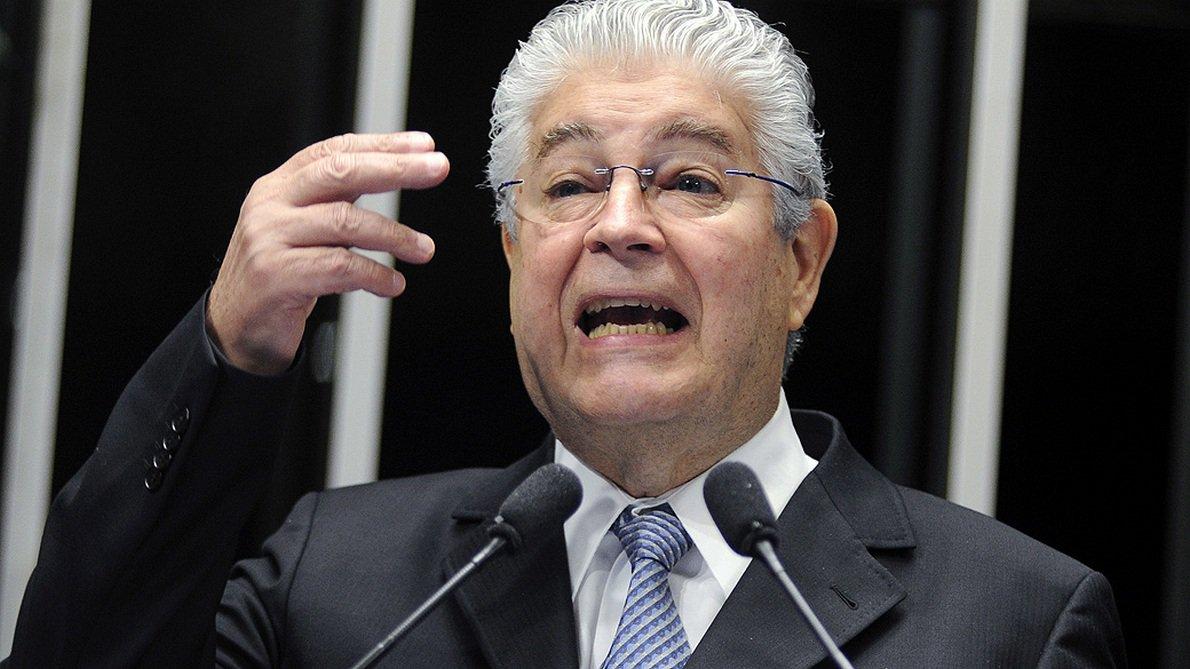 Em discurso na tribuna do plenário do Senado, senador Roberto Requião (PMDB-PR)