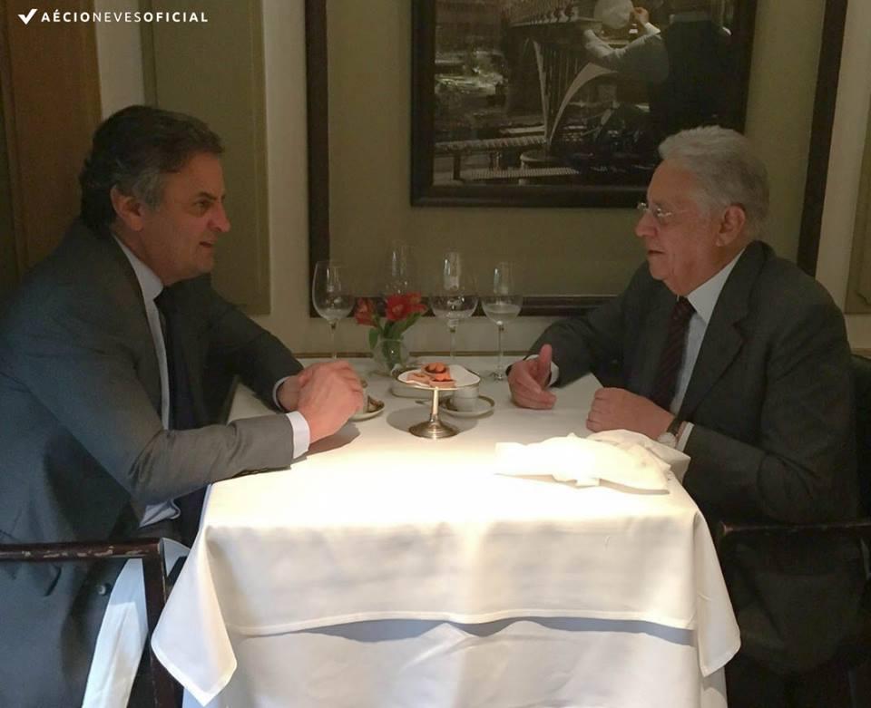 """Aécio não se fez de rogado e publicou foto do jantar, em seu facebook, com o grão-tucano de 84 anos, no qual, """"inspirados"""" e irresponsavelmente golpistas, conspiraram, recorrentemente, contra o mandato da presidente Dilma Rousseff"""