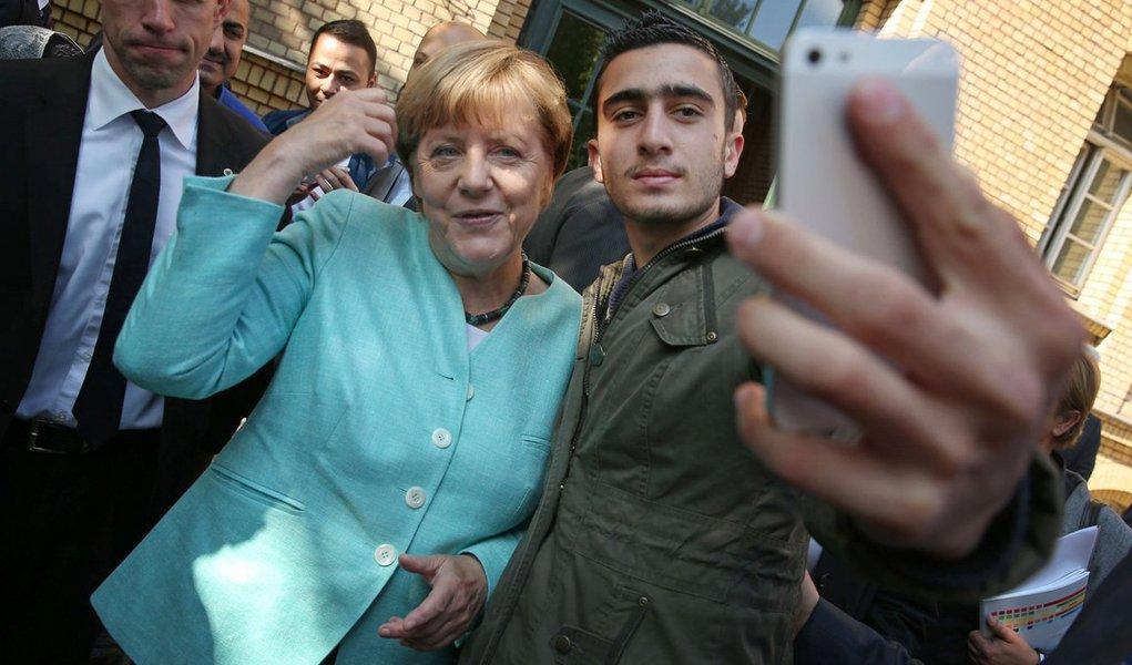 """A chanceler alemã Angela Merkel afirmou nesta sexta-feira 16 que não entende por que os países do Leste Europeu se sentem às vezes """"maltratados"""" com a crise dos refugiados e por que reagem de forma tão dura; """"Pela primeira vez, discutimos seriamente essa questão, de que não se trata de 1 bilhão ou 2 bilhões, mas sim de princípios básicos"""", disse Angela Merkel"""