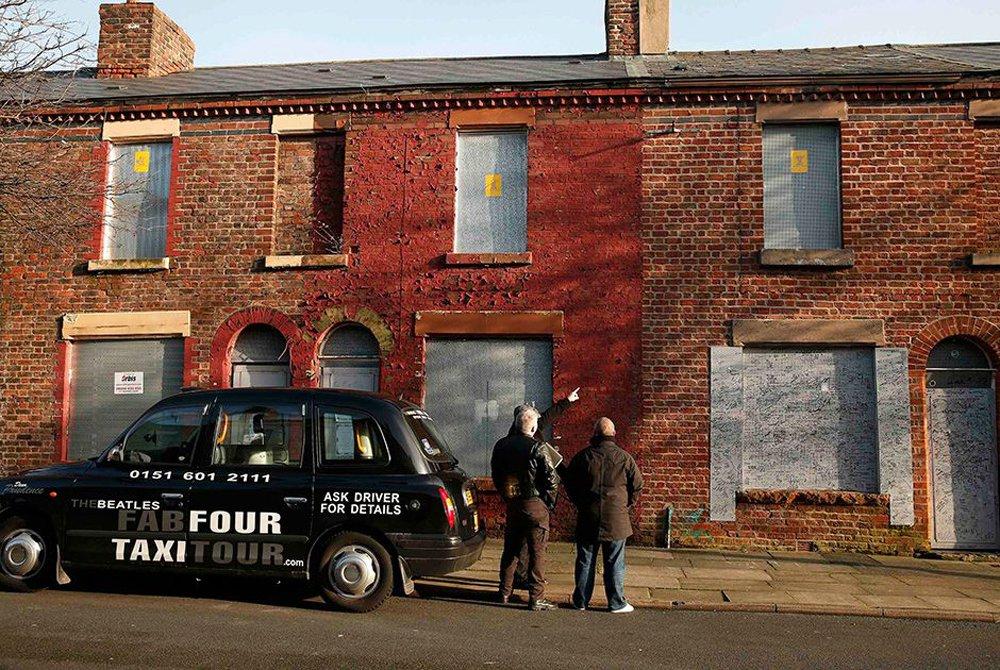 A londrina Jackie Holmes,uma fã dos Beatles, que já é dona de duas propriedades ligadas à banda, comprou um pequeno sobrado na cidade inglesa de Liverpool onde o baterista do grupo, Ringo Starr, cresceu