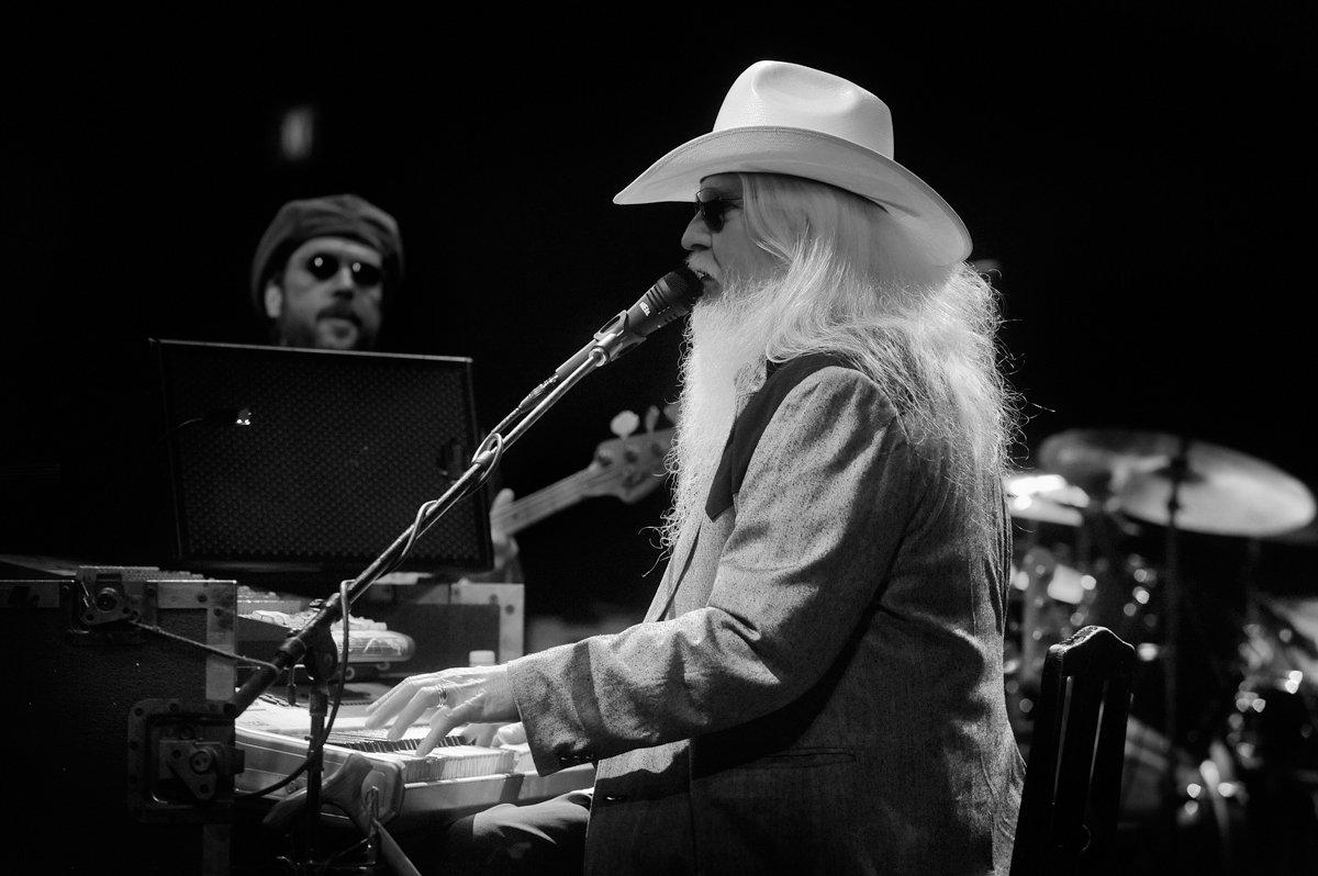 Conhecido pelas performances dinâmicas, Leon Russell, que entrou no Rock and Roll Hall of Fame em 2011, morreu quando dormia em Nashville, Tennessee