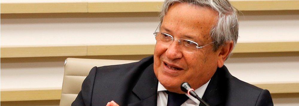 """Membro da comissão que analisa o processo de impeachment da presidente Dilma Rousseff, o baiano Benito Gama classifica como """"brilhante"""" o parecer favorável apresentado pelo relator, deputado Jovair Arantes (PTB-GO); """"O senhor não é advogado, é dentista. Mas com esse relatório, vossa excelência se tornou adventista, advogado e dentista. Nós temos orgulho de estarmos ao seu lado defendendo este relatório"""", diz Benito"""