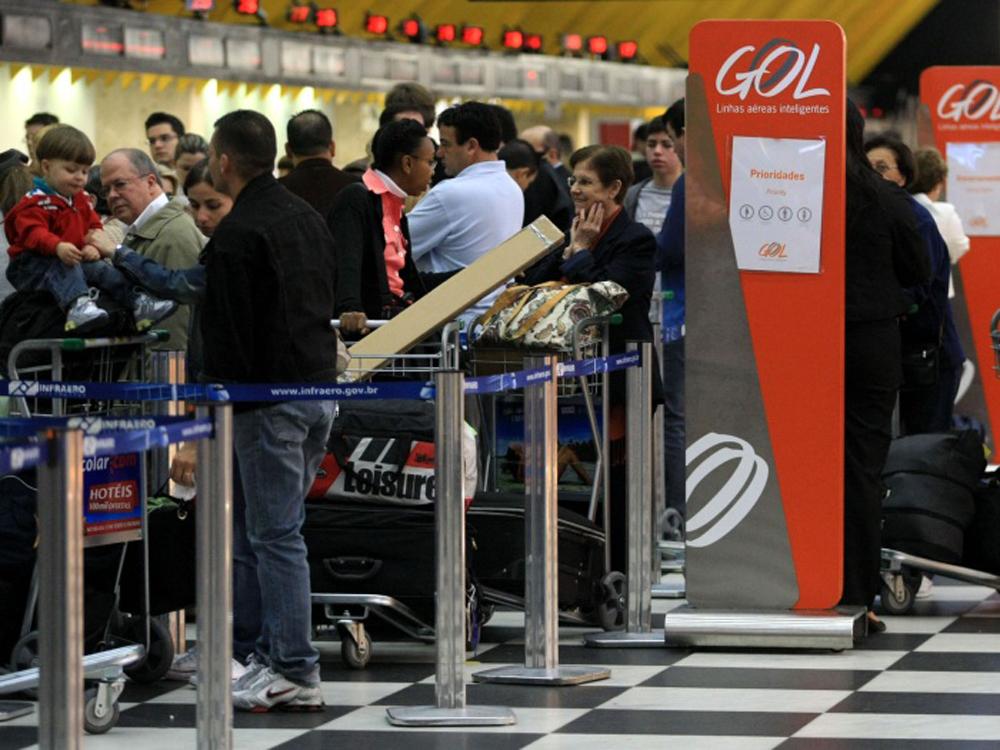 CONG09 SÃO PAULO/SP 03/08/2010 MOVIMENTO CONGONHAS CIDADES - Movimento no saguão de check-in da Cia Aérea Gol no Aeroporto de Congonhas na manhã de hoje. FOTO: HÉLVIO ROMERO/AE