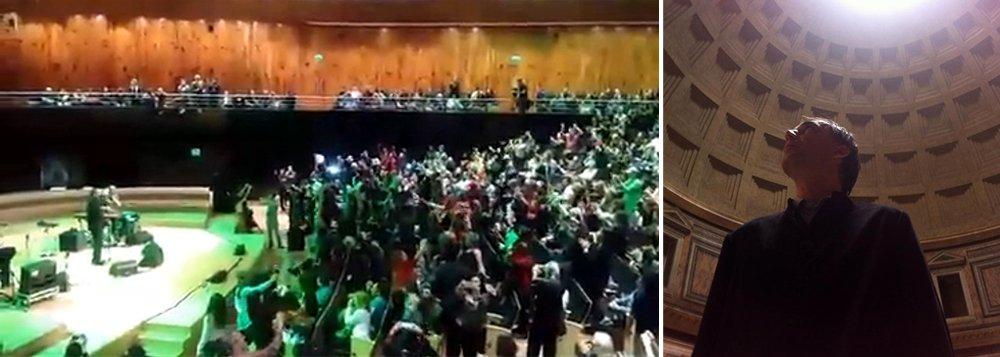 """Apresentação do cantor e compositor Arnaldo Antunes em Buenos Aires, no último sábado (18), se transformou em local de protesto contra o presidente interino Michel Temer; no show, que lotou o Centro Cultural Kirchner, na capital argentina, a plateia fez coro de """"Fora, Temer"""""""