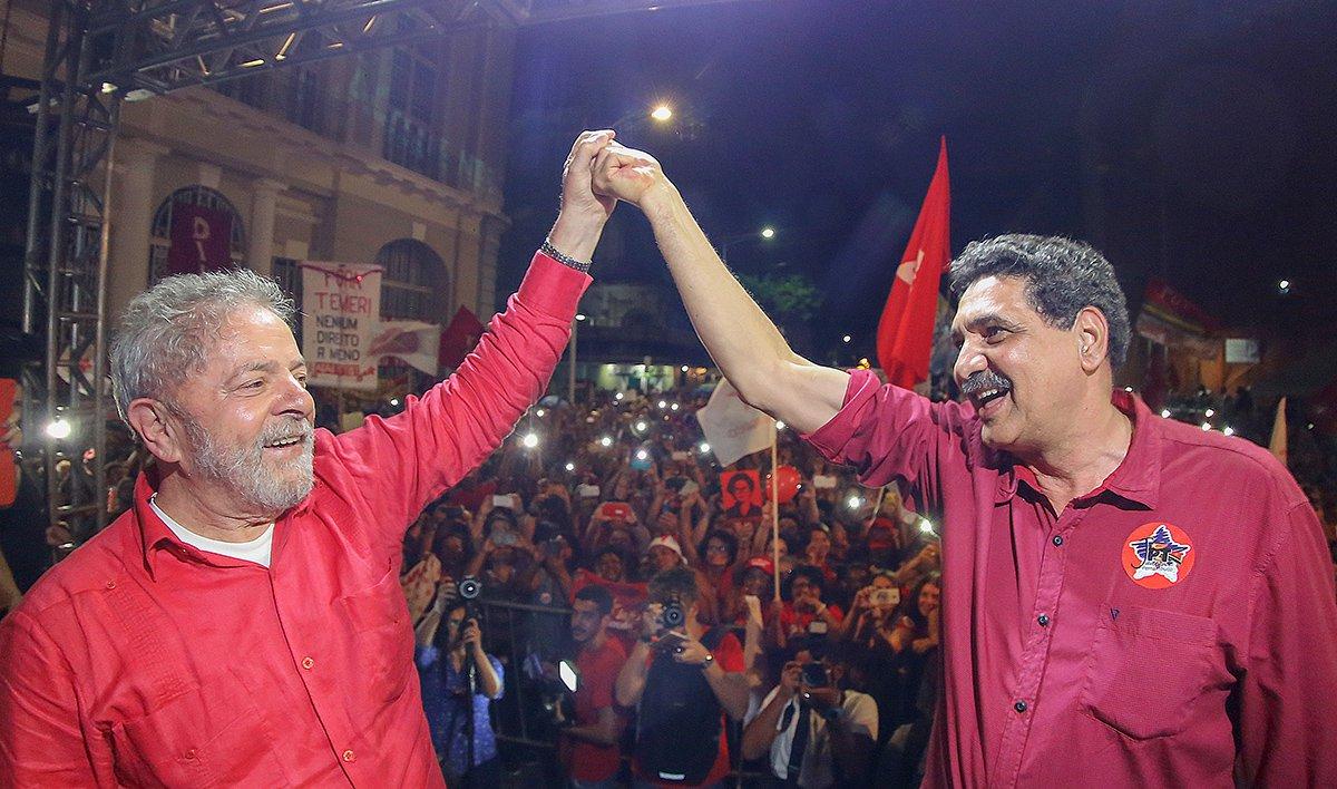 """Ex-prefeito e candidato à Prefeitura do Recife pelo PT, João Paulo definiu como """"perseguição implacável"""" o indiciamento do ex-presidente Lula pelo Ministério Público; segundo ele, """"o estardalhaço em torno desse anúncio"""" aponta a necessidade de vigilância em relação á democracia, já que """"acusações sem provas são típicas de regimes autoritários""""; ele defendeu, ainda, que o povo se manifeste em defesa da democracia e de Lula; """"Vamos nos unir para defender a democracia e nosso principal líder político"""", afirmou"""