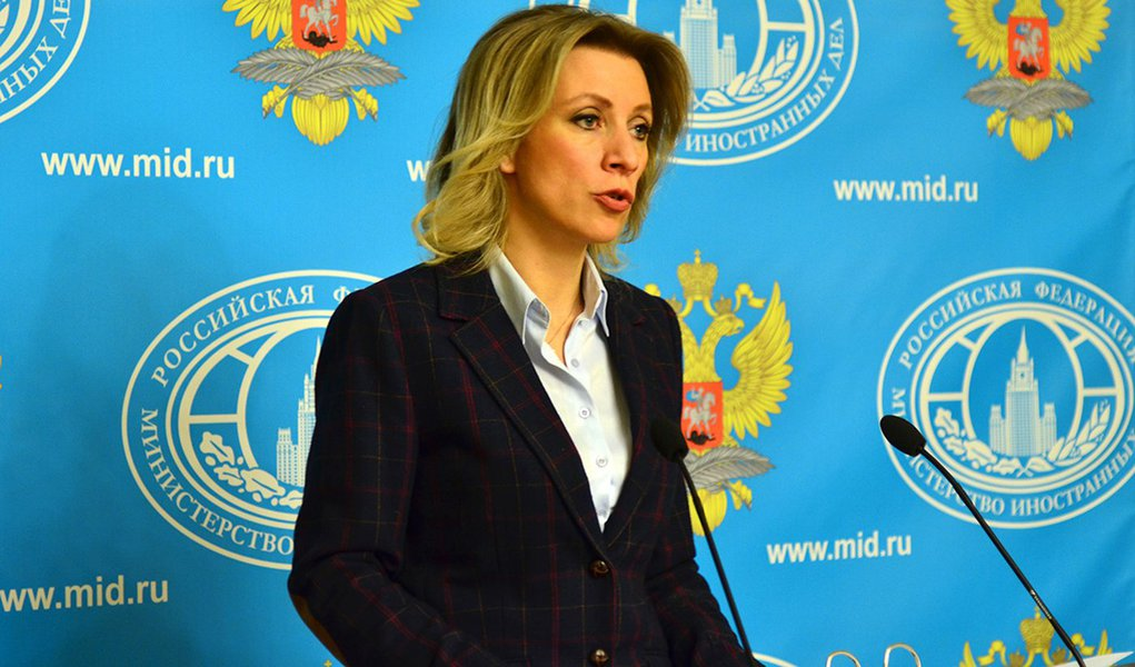 """Ministério das Relações Exteriores da Rússia acusou nesta sexta-feira, 3, as Forças Armadas ucranianas de violarem a Convenção de Genebra ao bombardearem áreas civis no leste da Ucrânia e usarem armamentos proibidos sob termos do acordo de paz de Minsk; Maria Zhakharova, porta-voz do ministério, disse que a """"barbárie"""" de Kiev não tinha justificativa, e que Forças Armadas ucranianas atingiram fortemente áreas onde mulheres e crianças estavam durante a noite; autoridades ucranianas e separatistas pró-Rússia acusaram uns aos outros na quinta-feira de realizarem novos ataques de artilharia em áreas residenciais no leste da Ucrânia"""