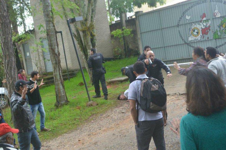 O Movimento dos Trabalhadores Rurais Sem Terra (MST) foi, nesta sexta-feira, novamente vítima da criminalização por parte do aparato repressor do estado paranaense do juiz Sérgio Moro e de seus asseclas