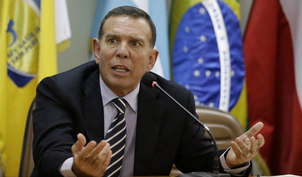 O paraguaio Juan Angel Napoutfoi preso em Zurique, sede da Fifa, na semana passada em cumprimento a um mandado de prisão dos Estados Unidos, acusado de receber subornos de milhões de dólares ligados à venda de direitos de marketing de torneios de futebol na América Latina