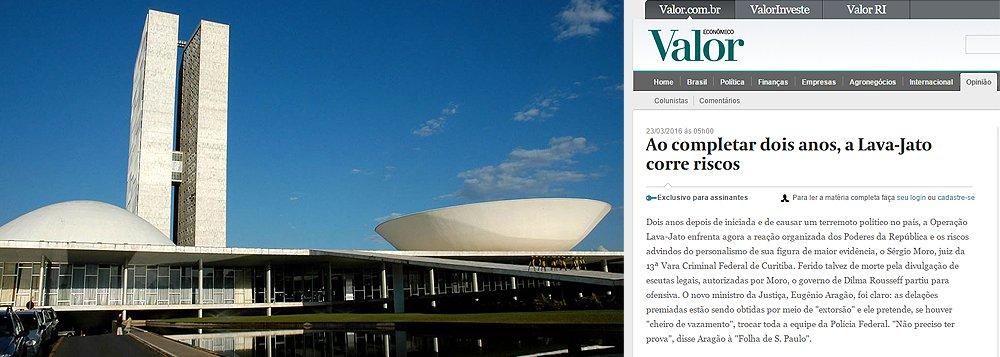'A hora em que o Legislativo voltar à rotina, se voltar, uma frente suprapartidária poderá votar leis que enquadrem a Lava Jato e anulem parte de seus efeitos. Nas cúpulas partidárias não há o menor interesse em que ela continue pressionando o meio político e o apoio retórico às investigações pode ser só uma estratégia provisória para tirar Dilma e o PT do poder. Moro só deveria se expor nos autos e colar-se ao estrito espírito da lei, reforçando sua retaguarda no Judiciário e precavendo-se contra manobras espúrias', diz o editorial do jornal