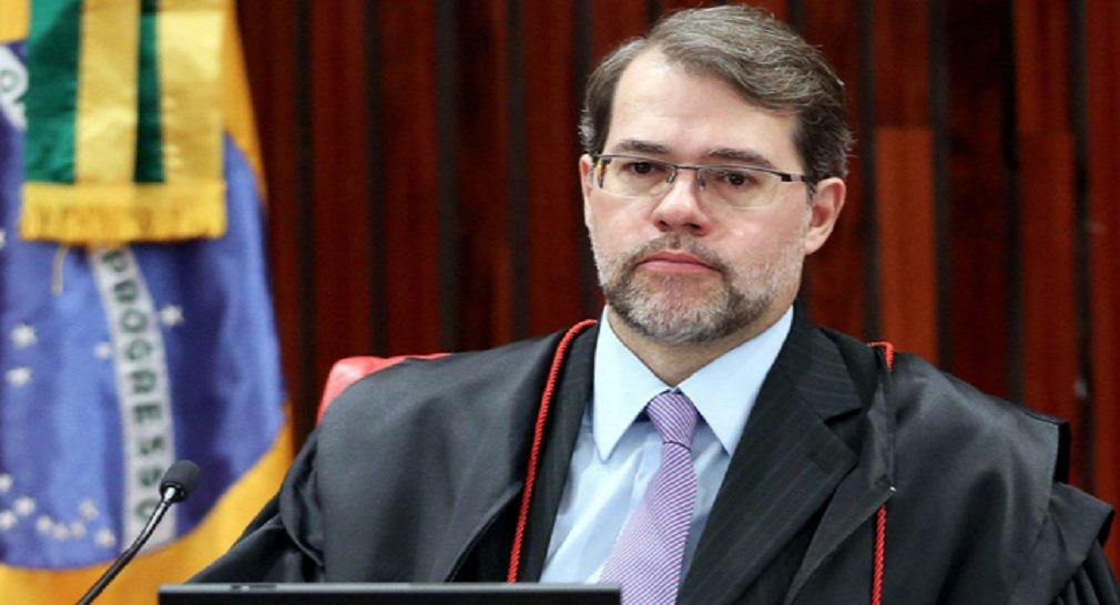 Ministro do Supremo Tribunal Federal, Dias Toffoli, determinou redução do percentual mensal da receita do Estado do Goiás comprometida com o pagamento da dívida com a União; índice de 15%, fixado no contrato de refinanciamento da dívida, foi reduzido para 11,5%,o que resultará na economia de R$ 500 milhões por ano aos cofres estaduais