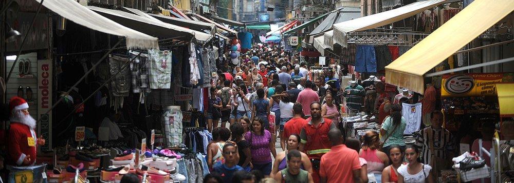 A inadimplência no comércio lojista do Rio de Janeiro cresceu 2,3% em dezembro em relação a igual mês do ano anterior; esse foi o maior índice de aumento da inadimplência para o mês desde 2007, de acordo com dados divulgados pelo Serviço Central de Proteção ao Crédito (SCPC) do Clube de Diretores Lojistas do Rio de Janeiro (CDL Rio); no ano de 2016, a inadimplência mostrou expansão de 2,1%
