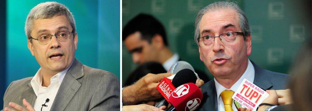 """Jornalista Mário Magalhães, do UOL, alertou que o processo de impeachment contra Dilma Rousseff pode atingir também o vice-presidente Michel Temer que, assim como Dilma, assinou decretos de suplementação orçamentária, as chamadas """"pedaladas fiscais"""";""""Logo, obedecendo à hierarquia constitucional, o presidente da Câmara dos Deputados assumiria o Planalto. Sim, o Eduardo Cunha"""", afirma Magalhães; """"Se ele, simulacro de ditador, já faz o que faz na presidência da Câmara, imagina na Presidência da República"""""""