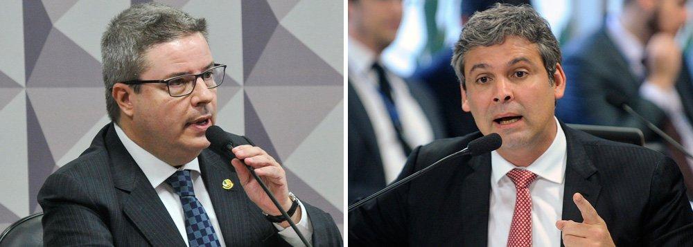 """Acusado e criticado pelo senador Lindbergh Farias (PT-RJ) por ter usado as mesmas medidas – as """"pedaladas fiscais – quando foi governador de Minas Gerais, o relator do processo de impeachment da presidente Dilma Rousseff no Senado Federal, Antonio Anastasia ( PSDB-MG) usa em sua defesa o argumento de que não é o seu passado como governador que está em discussão; ele afirma, ainda, que os atos do passado não influenciam o processo atual"""