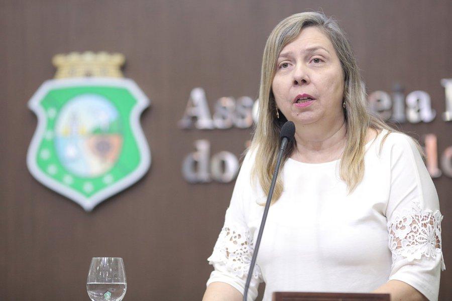 Para a parlamentar, a decisão da retirada integral da Petrobras dos setores de produção de biocombustíveis,pode implicar no fechamento da Usina de Biodiesel de Quixadá, com previsão para encerrar as suas atividades em novembro. A deputada apresentou umrequerimento solicitando a realização de audiência pública para discutir o assunto