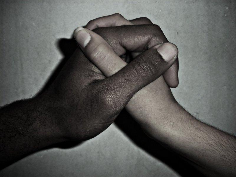 """O ato marca o Dia Internacional contra a Discriminação Racial, que ocorre nesta segunda-feira (21), tendo como tema """"Somos todos iguais, sem censura, sem racismo, sem violência. Contra o golpe, pela democracia e a garantia de direitos"""""""