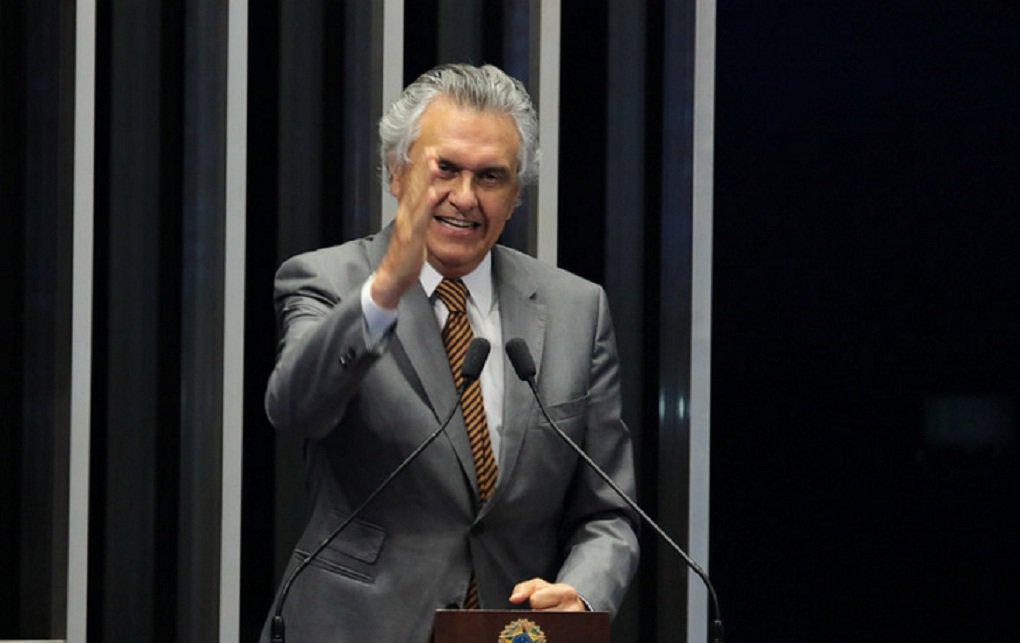 """Senador goiano Ronaldo Caiado (DEM) disse que a carta do vice-presidente Michel Temer encaminhada àpresidente Dilma Rousseff é uma""""declaração a favor do impeachment""""; """"A carta do Michel Temer é uma declaração a favor do impeachment de Dilma. Houve uma posição sem rodeios, onde expõe, além da incapacidade administrativa, a falta de apoio político da presidente"""", afirmou o parlamentar, que é totalmente favorável ao impeachment"""