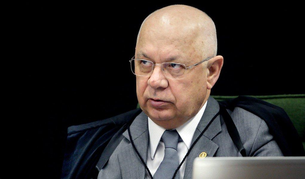 """Ministro do Supremo Teori Zavascki reconheceu que usou uma expressão """"inadequada"""" em uma decisão envolvendo o ex-presidente, na semana passada; ao rejeitar um recurso dos advogados de Lula, o ministro classificou o recurso como tentativa para """"embaraçar as investigações"""" da Operação Lava Jato; """"Ante o exposto, reconsidero, em parte a decisão agravada, a fim de dela suprimir a parte final"""", decidiu Teori"""