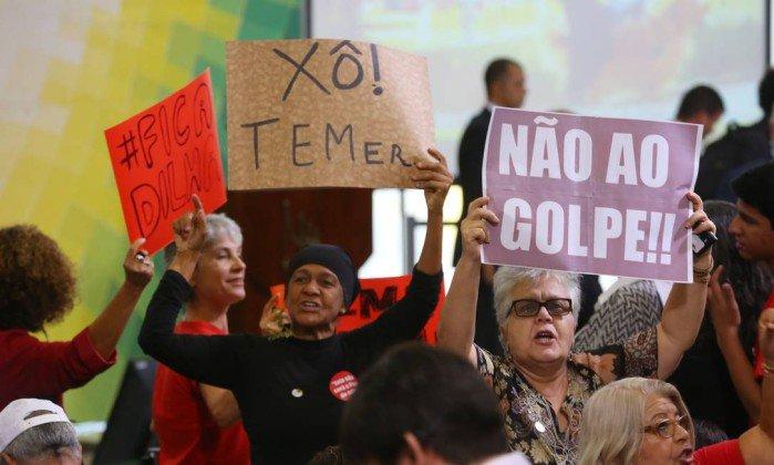 Progressivamente novas forças acorrem à frente que defende a democracia, e as mobilizações contra o golpe se intensificam. Se 2016 foi um ano de muitas derrotas para o Brasil, em 2017 nos cabe a responsabilidade de reorganizar a esperança em um futuro melhor e combater duramente a escuridão que se alastra