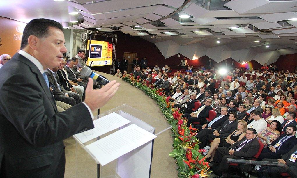 """Em discurso na abertura da Feira Internacional de Turismo do Pantanal (FIT Pantanal) e do Congresso da Zona de Integração do Centro-Oeste Sul-Americano (Zicosur), o governador Marconi Perillo afirmou, em Cuiabá, que a crise política e econômica é oportunidade para que os brasileiros se unam para dizer """"sim"""" ao Brasil; """"Nós temos que dizer sim ao Brasil, dar a nossa parcela de contribuição para vencermos os desafios que virão"""""""