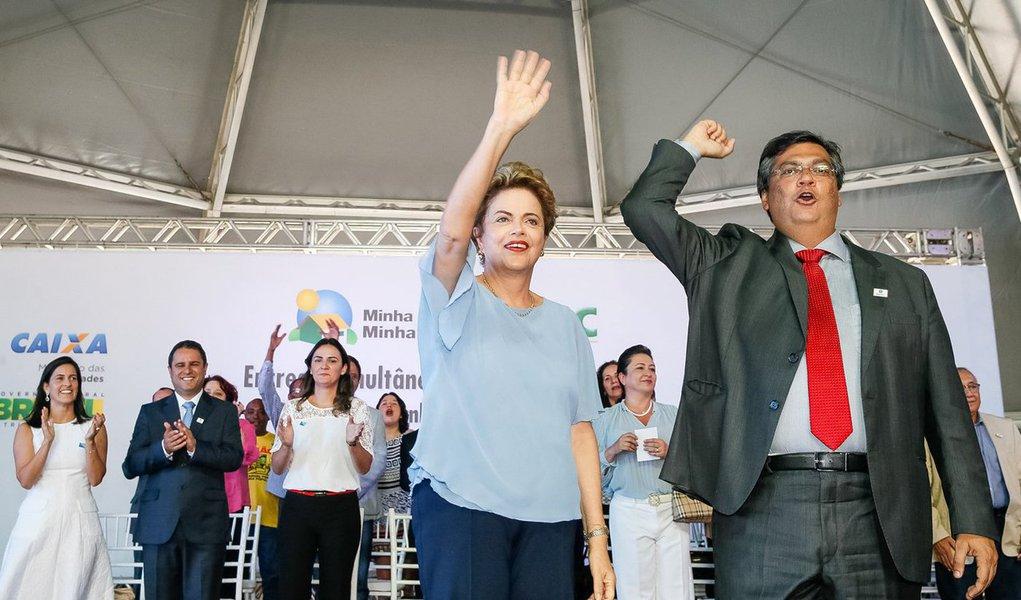 """Ao lado de Ciro Gomes (PDT) e Carlos Lupi (PDT), governador Flávio Dino (PCdoB)denuncia o golpismo da oposição contra o governo Dilma Rousseff e faz um alerta: """"A Constituição é nossa base para dizer que agora impeachment é golpe, pois não houve crime de responsabilidade""""; """"É a partir dela [Dilma] e do Governo que se pode construir um novo pacto nacional. Mas para isso é preciso que o conjunto de forças do Congresso mude sua atitude, que hoje é de sabotagem. Governo e oposição são essenciais para a democracia"""", disse"""