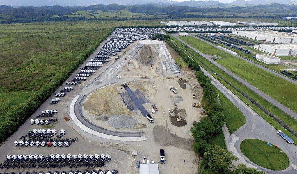 O CEO da holding Volkswagen Truck & Bus, Andreas Renschler, e pelo presidente da MAN Latin America, Roberto Cortes, anunciaram, em Brasília, alinha de caminhões e ônibus Volkswagen, desenvolvida noBrasile distribuída a mais de 30 países da América Latina, África e Oriente Médio, terá um novo ciclo de investimentos no valor de R$ 1,5 bilhão, o maior em sua história; a fábrica da montadora em Resende, no Sul Fluminense, será beneficiada