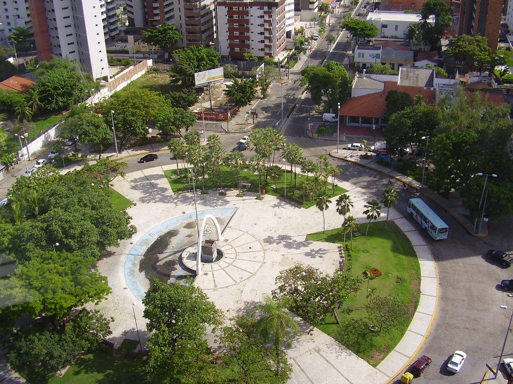 Um projeto alternativo que mantém a Praça Portugal está sendo analisado pelo prefeito Roberto Cláudio (PDT). A proposta foi revelada durante reunião com os manifestantes que ocupavam a sede da Secretaria da Cultura de Fortaleza (Secultfor)