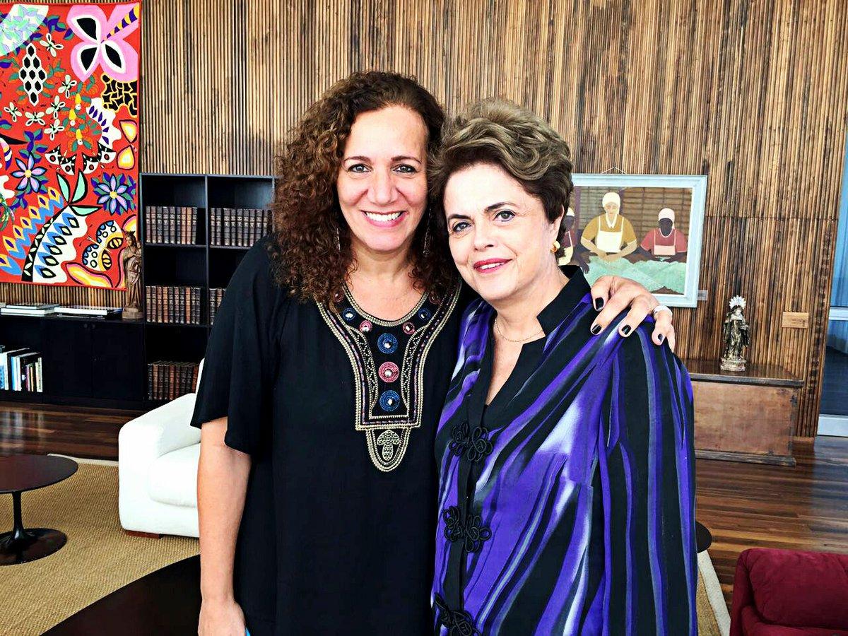 Voto em Jandira Feghali, parceira de muitas lutas, liderança destacada no enfrentamento aos desmandos de Cunha na Câmara e na resistência ao golpe, por compreender que sua candidatura é a que melhor personifica o legado de Lula e Dilma na cidade