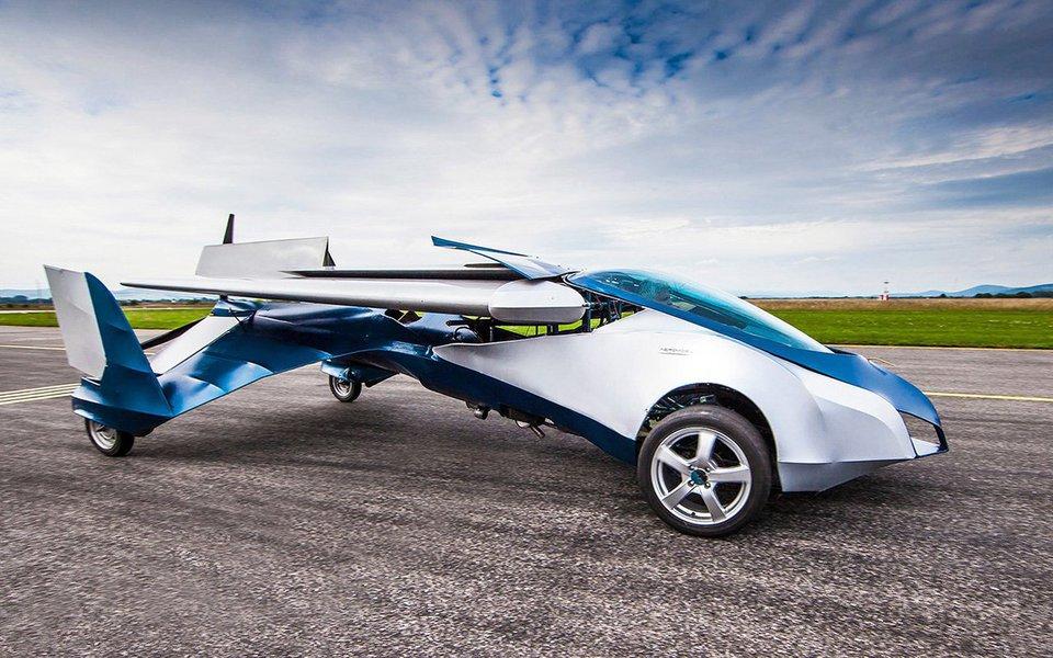Concebido na Eslováquia, o AeroMobil é uma viatura que se transforma em avião em poucos instantes. Os protótipos estão prontos e são funcionais. Sua comercialização começará dentro em breve.
