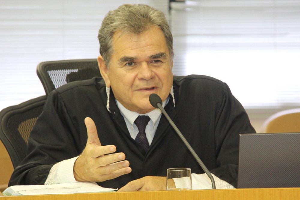 Dentre os 75 municípios sergipanos, 36 protocolaram impugnações junto ao Tribunal de Contas do Estado em relação aos índices percentuais provisórios de ICMS para o ano de 2016; eles contestam as quotas a eles destinadas em decorrência da sua participação no Valor Adicionado Fiscal (VAF); as impugnações já foram encaminhadas à Secretaria de Estado da Fazenda; relator da matéria, o conselheiro Carlos Alberto Sobral afirma que, após o recebimento das informações e providências tomadas pela Sefaz, a Corte de Contas poderá ainda solicitar novas verificações nos dados dos contribuintes antes de estabelecer os índices definitivos de ICMS para o próximo ano