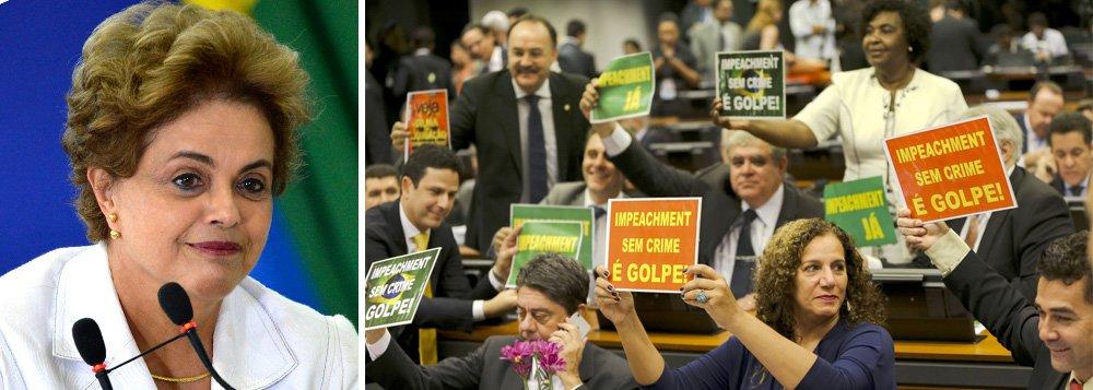 """Pelo Twitter, presidente agradece """"o inestimável e histórico apoio dos 27 deputados que votaram contra o relatório da Comissão Especial do Impeachment""""; """"São 27 heróis da democracia, de 11 diferentes partidos, que tiveram a coragem de se voltar contra o relatório, instrumento de uma fraude"""", declarou Dilma Rousseff; """"No plenário buscaremos fazer ainda mais. Humildade e confiança que vamos em frente"""", acrescentou; Dilma disse ainda que os deputados que votaram contra o relatório do deputado Jovair Arantes (PTB-GO) """"se posicionaram a favor da legalidade e contra um relatório frágil"""", """"honraram a democracia e a Constituição"""""""