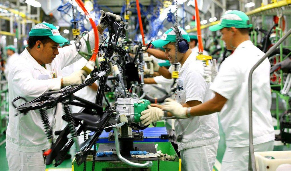 Ofuturo haverá de ser muito bom para o país, para o povo brasileiro e para os setores produtivos, desde que os golpistas cessem de manter sob tensão extrema relações institucionais e que o governo da Presidente Dilma