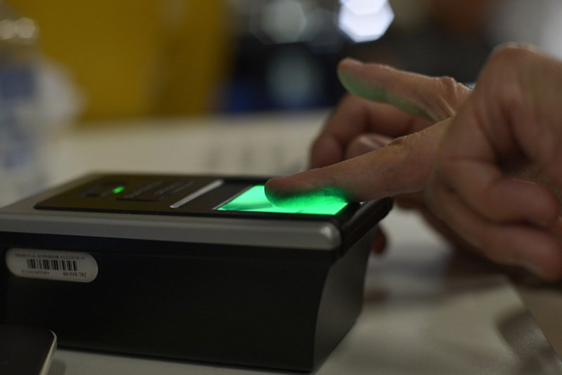 Assim como Maracanaú, os eleitores dos municípios de Iguatu, Quixelô, Milagres, Abaiara e Crato já estão sendo convocados, desde o último dia 16 de junho, para fazer o recadastramento biométrico obrigatório. Outros quatro municípios, Ubajara, no dia 30/6, Ibiapina (1/7), Limoeiro do Norte (3/7) e Camocim (16/7) são os próximos a implementar o recadastramento obrigatório. Além desses, mais 86 municípios iniciarão, no segundo semestre deste ano, a identificação biométrica dos eleitores, em caráter ordinário (não obrigatório)