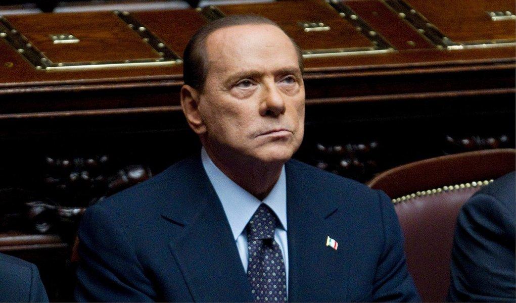 Procuradoria de Nápoles pediu uma pena de cinco anos de prisão para o ex-primeiro-ministro italiano Silvio Berlusconi, acusado de ter corrompido um senado; decisão do tribunal deverá sair no dia 8 de julho.; o ex-chefe do governo italiano, de 78 anos, poderá recorrer no caso de ser condenado