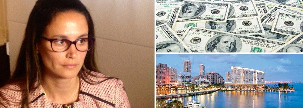 A advogada criminalista Beatriz Catta Preta conheceu Carlos Eduardo Catta Preta Júnior como cliente, preso por falsificação de dinheiro; nesta semana, ela anunciou deixar a defesa de três investigados na Lava Jato porque estaria de mudança para Miami, onde está com o marido, que foi flagrado pelo Denarc com mais de 350 mil dólares falsos em 2001; a advogada foi responsável por nove dos 17 acordos de colaboração premiada na investigação da Petrobras, com os quais pode ter amealhado até R$ 45 mi; quem fazia as cobranças de seus clientes era o marido linha-dura; a origem de pagamentos de investigados na Lava Jato à advogada é questionada por parlamentares da CPI da Petrobras, que querem ouvir seu depoimento