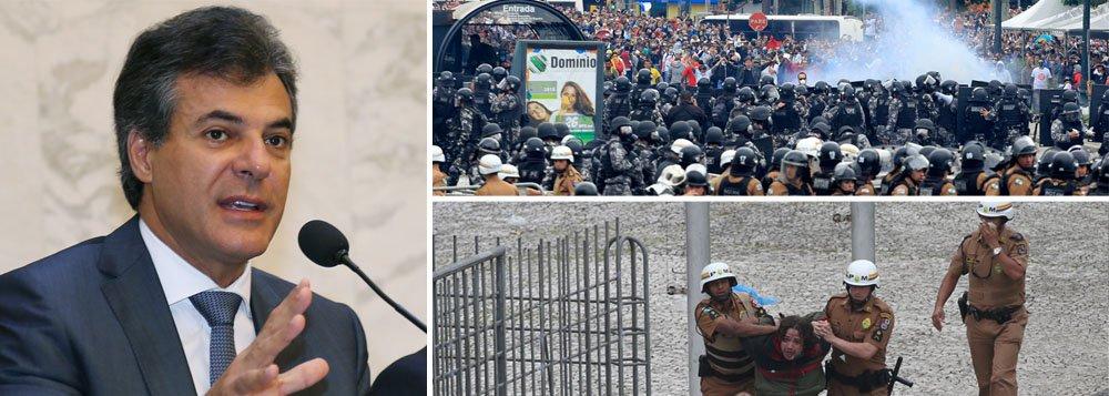 Levantamento feito pelo Instituto Paraná Pesquisa apontou que, para 60,7% dos 1.344 entrevistados em 58 municípios do estado, o governador Beto Richa (PSDB) foi o principal responsável pela ação da Polícia Militar contra professores no dia 29 de abril, quando mais de 200 pessoas ficaram feridas pelos excessos da PM; para 9,1%, a culpa foi de partidos e sindicados envolvidos na manifestação; mesmo com supostos black blocs infiltrados, como acusou o tucano, 69,1% dos entrevistados afirmaram que a PM não agiu de forma correta