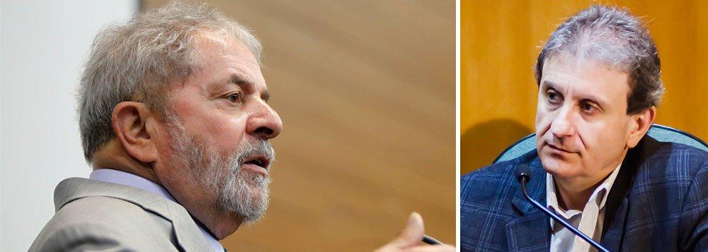 """Sem citar diretamente o nome de Alberto Youssef, ex-presidente diz ser """"inacreditável"""" que o Brasil seja """"refém de um criminoso notório e reincidente, de um réu que negocia depoimentos"""" e que ainda garanta a ele """"palco para atacar e caluniar, sem nenhuma prova, algumas das principais lideranças políticas do país""""; em crítica dura, por meio de nota, ele lamenta ainda """"que parte da imprensa brasileira venha tratando bandidos como heróis"""" e anuncia sua volta em 2018 quando diz que """"tais pessoas [da imprensa] se prestam a acusar, sem provas, os alvos escolhidos pela oposição"""" e a """"difamar lideranças que a oposição não conseguiu derrotar nas urnas e teme enfrentar no futuro""""; em depoimento ontemà CPI da Petrobras, Youssef disse que Lula ordenou pagamento a empresa ligada à estatal"""